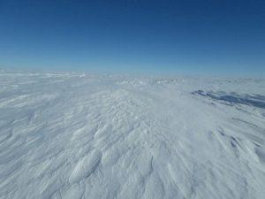 fot-malgorzata-wojtaczka-lodowa-pustynia-slonce-wiatr-i-dryfujacy-snieg